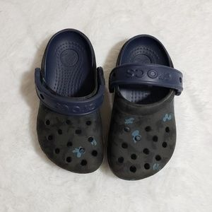 Crocs camo and navy kids 8/9